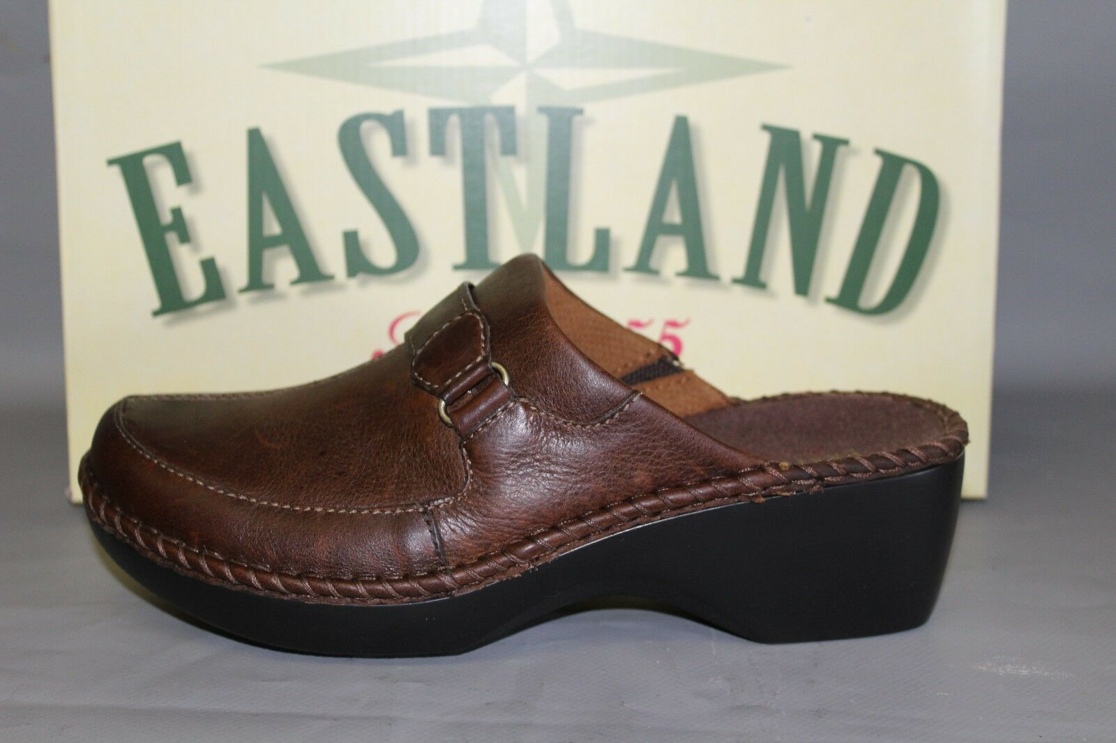 NEW Women's Eastland York Sz 7.5 Wide Brown Leather Comfortable Supportive Clogs