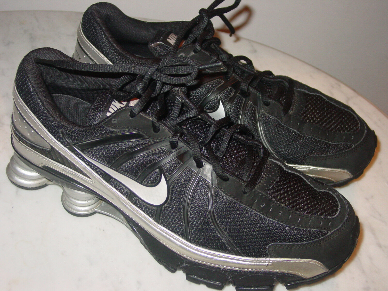2008 Mens Nike Shox Turbo+ VII White/Black/Silver Shoes! Size 11 Sold As Is!