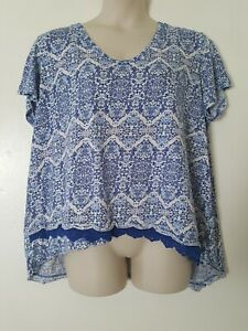 Westbound-Woman-Blue-White-Geometric-Asymmetrical-Knit-Trim-Tee-Plus-Size-3X