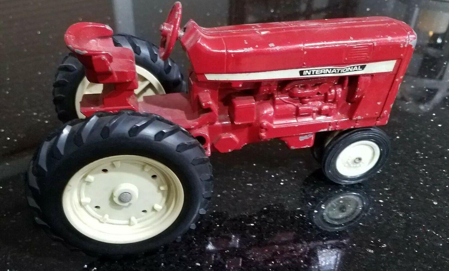 Tractor internacional Rojo Vintage Ertl metal hecho en EE. UU. Juguete 8  en longitud