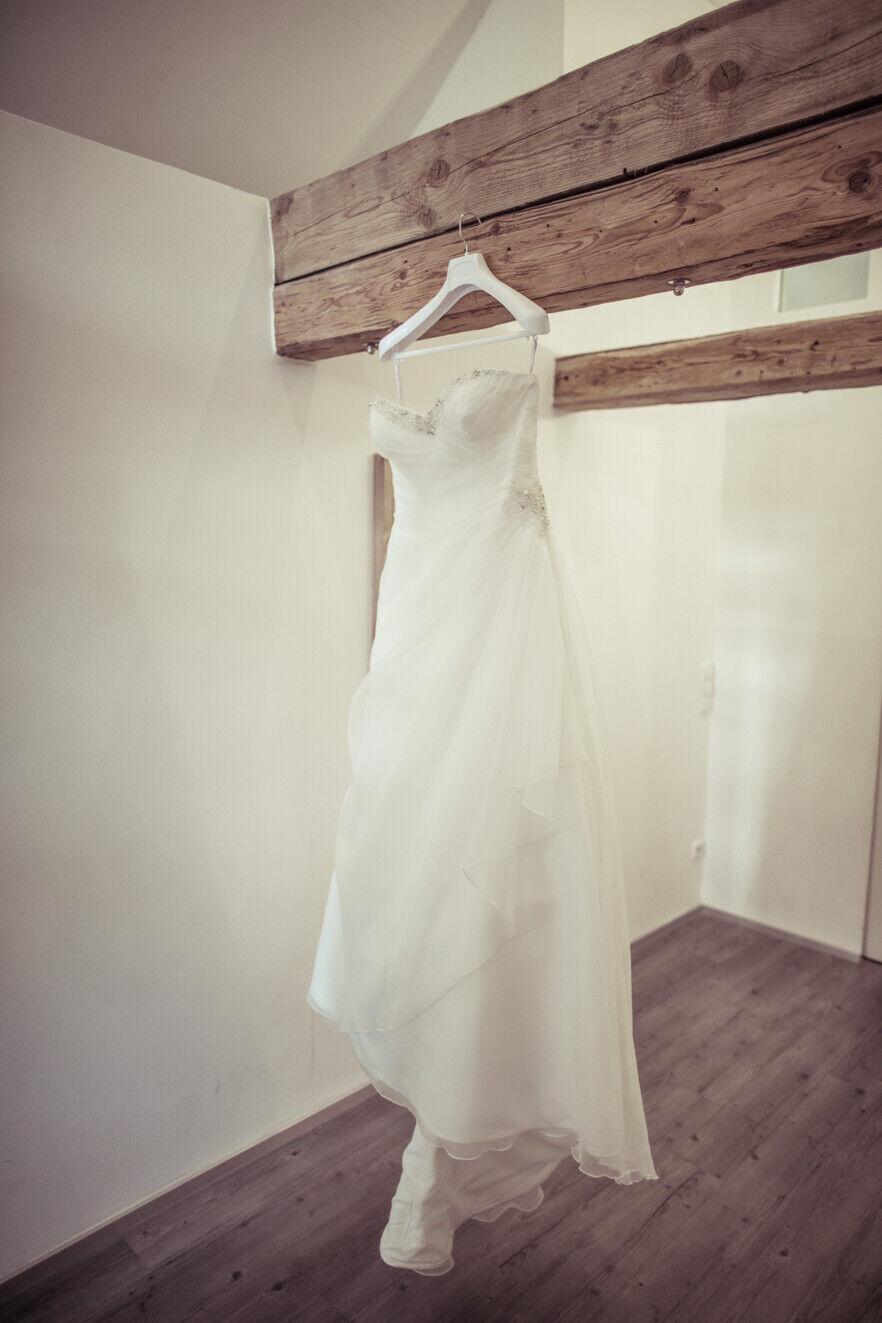 Wundervolles Brautkleid – Dzage mit Strass-Verzierung | Größe 40
