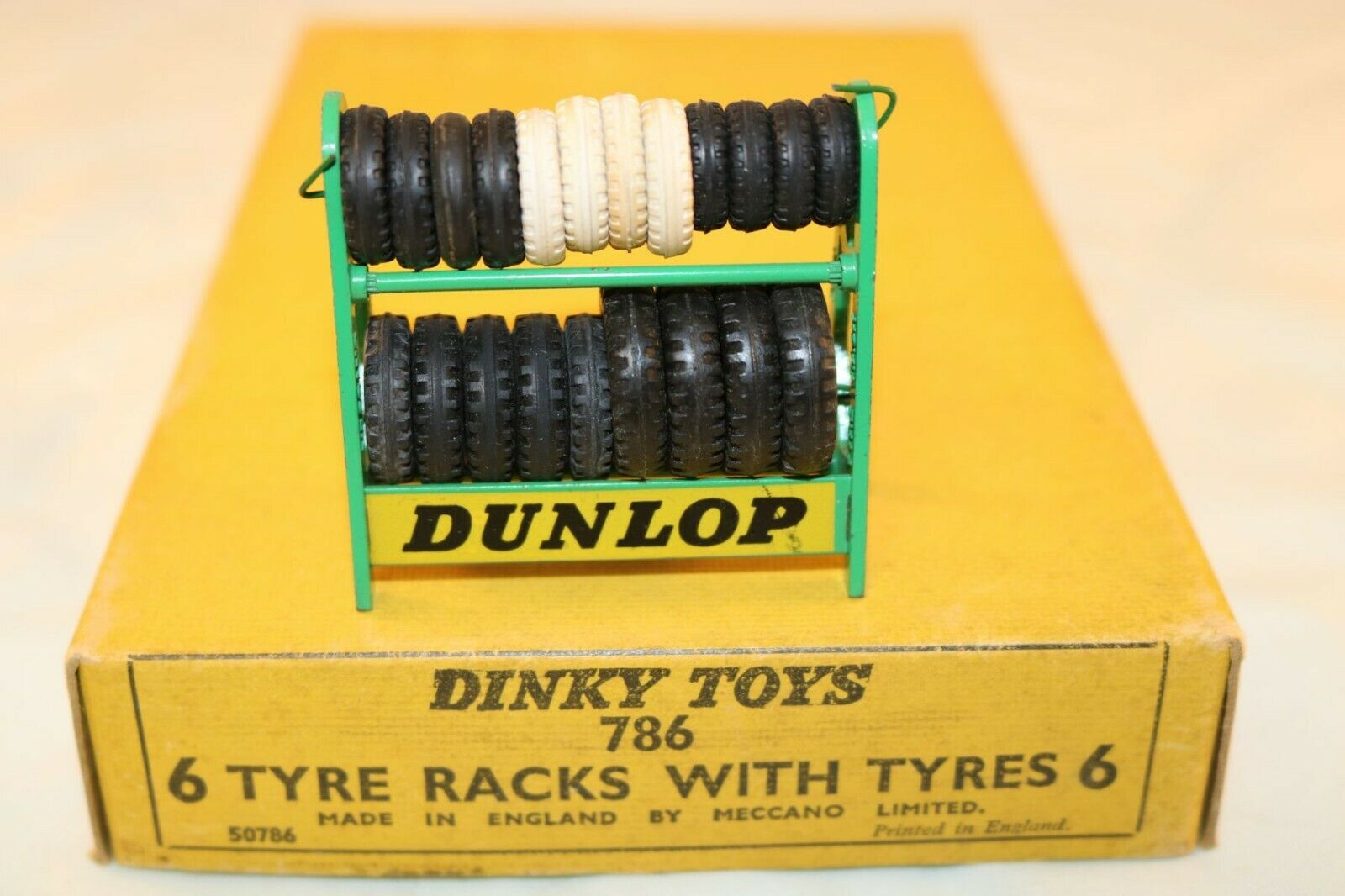 Dinky Toys 786 Dunlop tyre rack with tyres original very near mint condition 4e