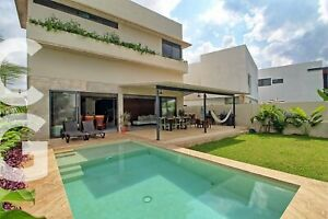 Casa en Venta en Residencial Lagos del Sol con Alberca y 4 Recamaras