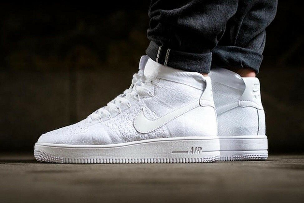 Nike air force 1 ultra flyknit metà af1 facendo palestra occasionale (bianco