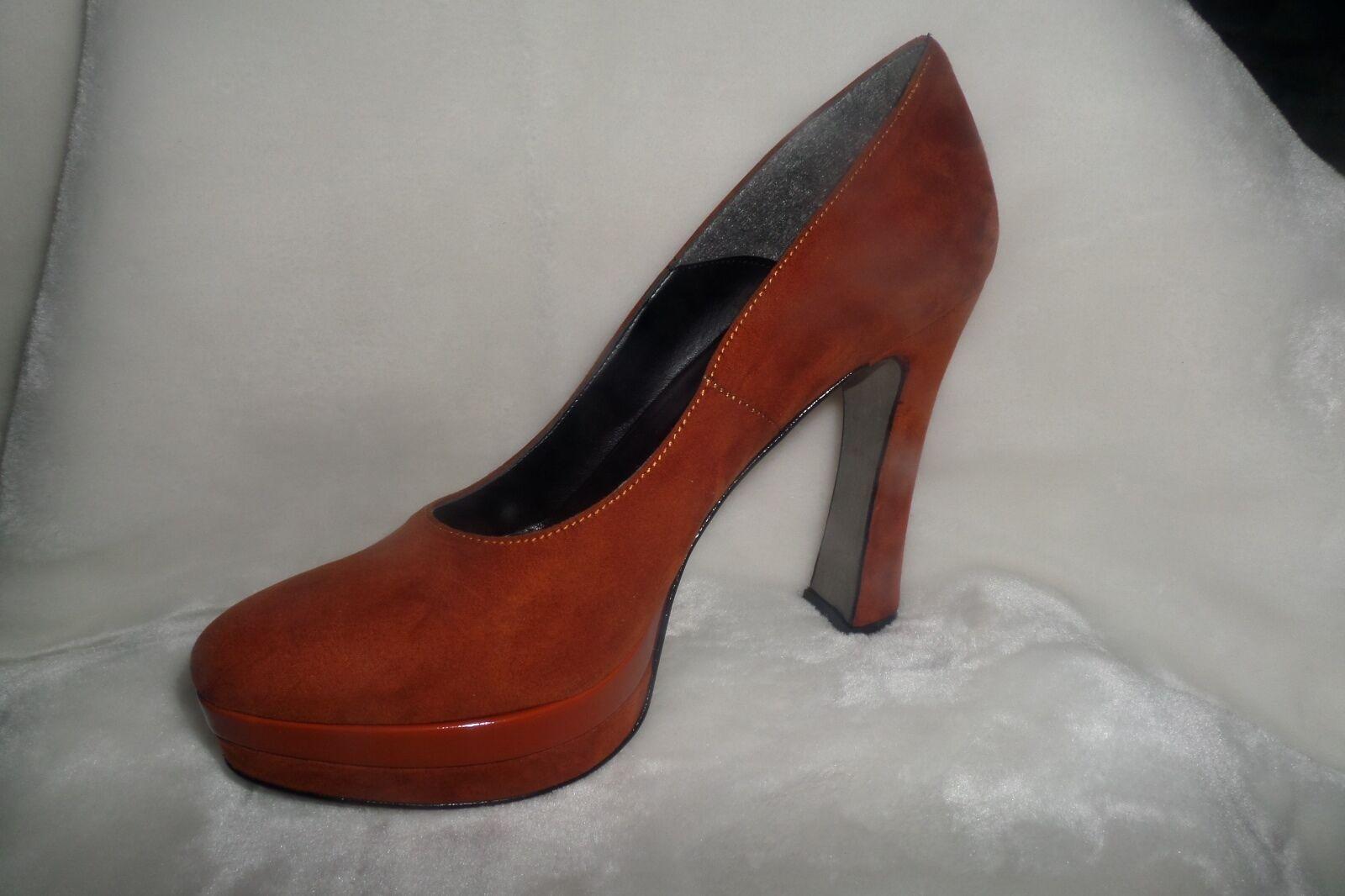 Made in Italia Platform Pumps Suede  new Size 39 us 8 new  8c6e9d