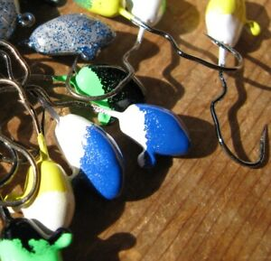 Lot of 30 1//16 oz Wiggle Hook Jigs Crappie Bass Candy Color and Glitter B25