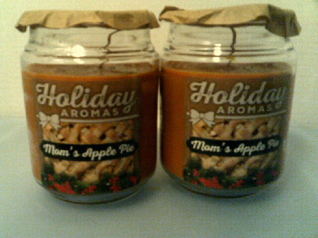 LOT OF 2  HOLIDAY AROMAS JAR CANDLES-MOM'S APPLE PIE-(APPROX BURN TIME 144 HOURS