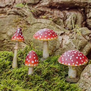 Mushroom-or-Toadstool-Garden-Ornaments-Realistic-Mushrooms-Ideal-Fairy-Garden