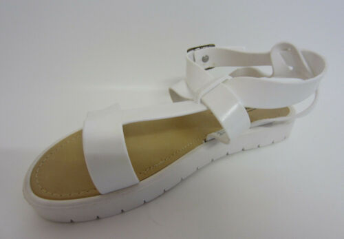 Strappy r9a On F1r0444 Ladies White Flat Spot Sandals wI7gqT