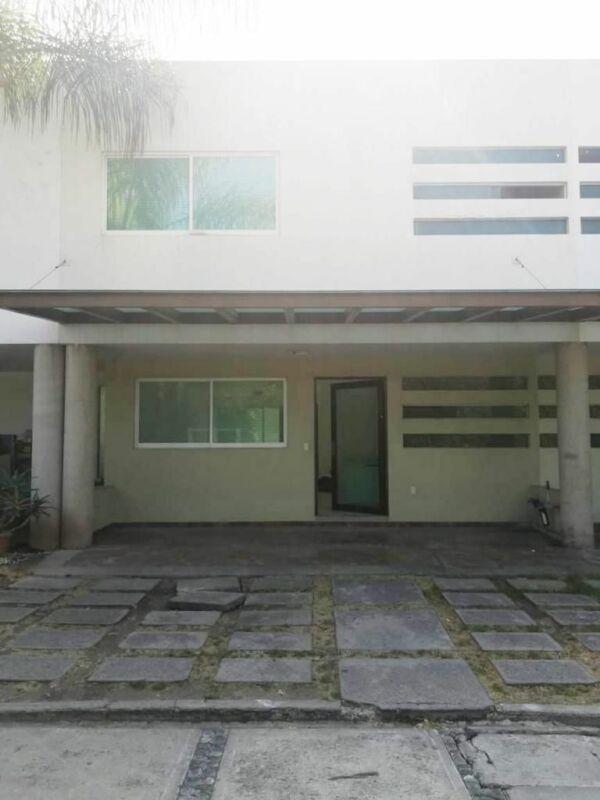 Casa en renta en conjunto cerrado, Zavaleta, Puebla.