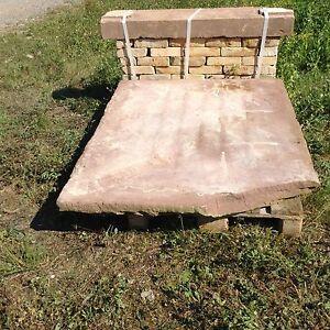 Antike-Ofen-Sitzbank-Buntsandstein-Ofenplatte-Holz-Heizung-Kamin-Natursteine