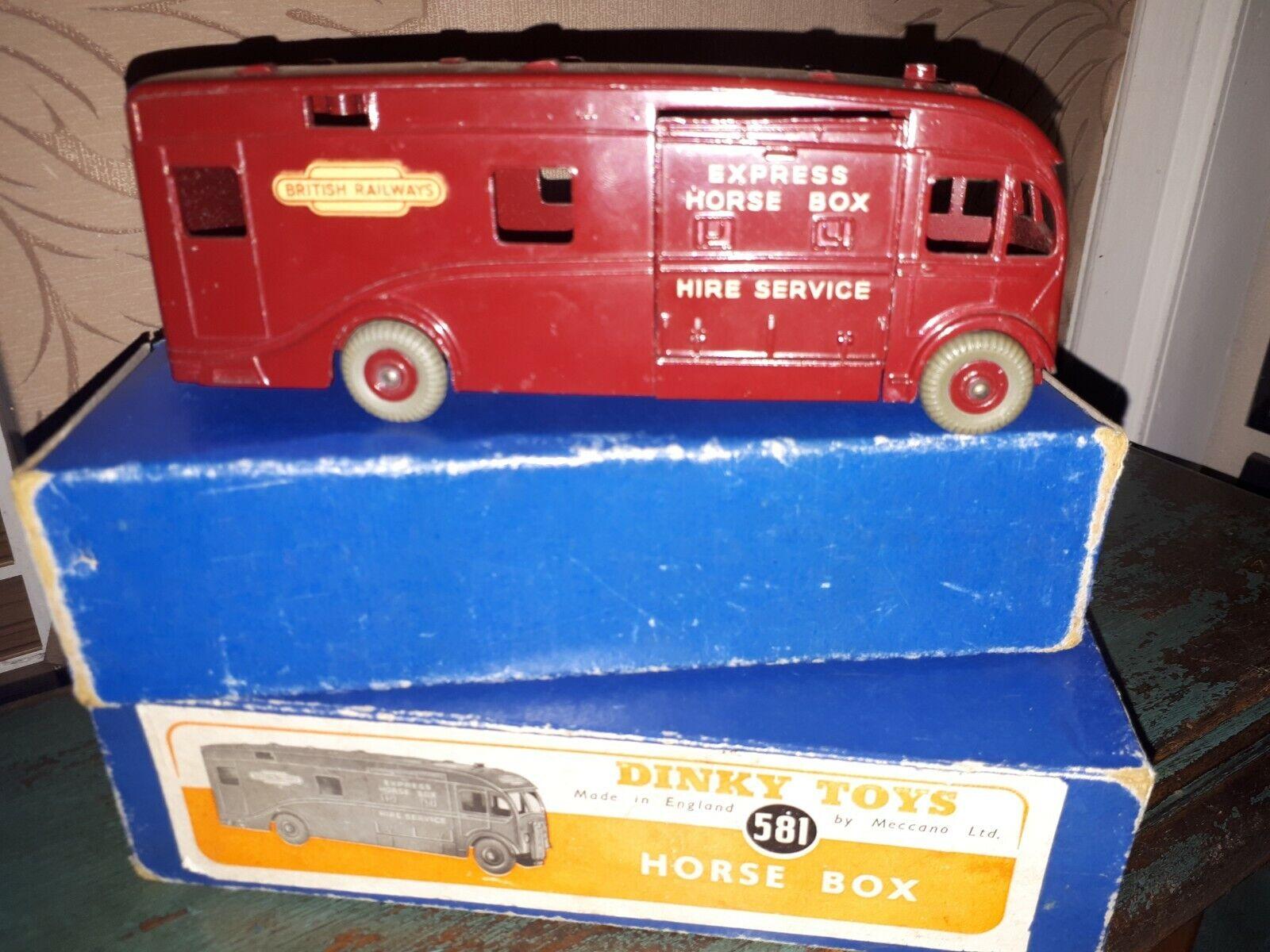 DINKY SUPERTOYS 581  BRITISH RAILWAYS Express HORSE BOX. Bordeaux. Coffret. Années 1950