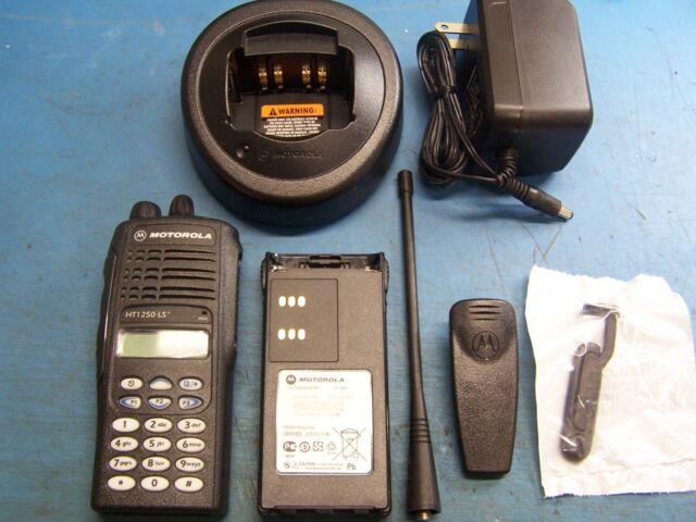 Motorola HT1250 LS+ UHF 403-470 32 Channel Conventional Full DTMF Keypad TESTED