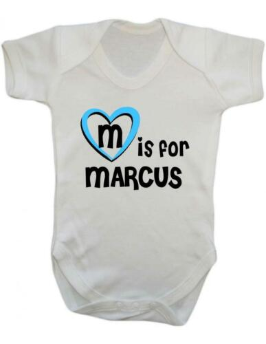 M es para Marcus-Marcus Bebé Bodysuit//Chaleco De Bebé//Mono corto
