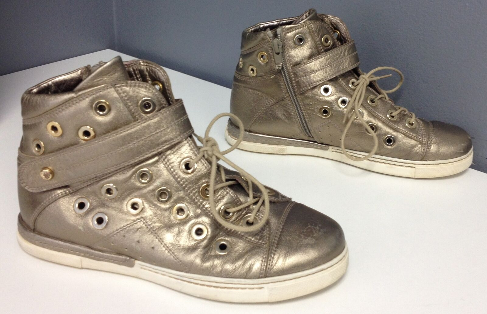 STUART WEITZMAN gold Metallic Leather Lace Up HIgh Top Sneakers Sz 7.5 B4241