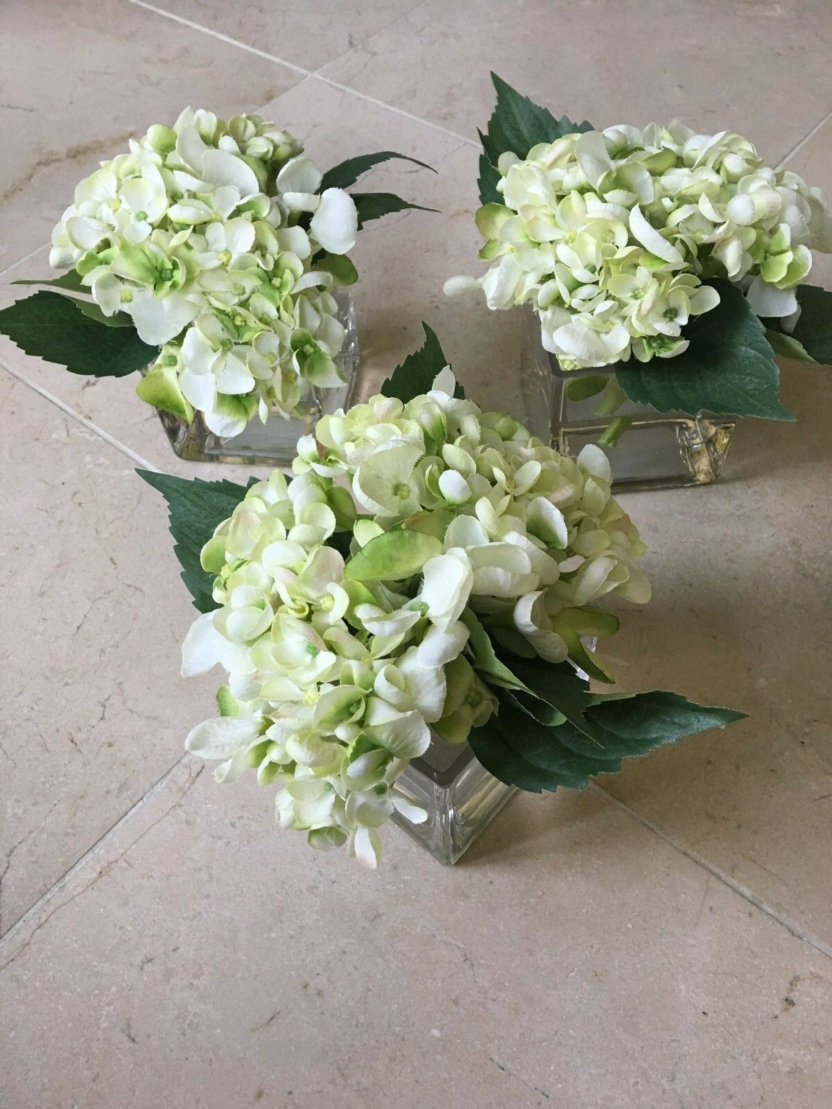 NDI Floral Petite Set of Three Weiß Hydrangeas Arrangement in Acrylic Water