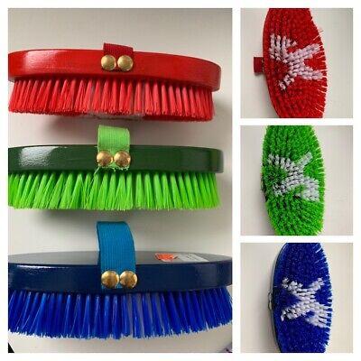 Kardäschte tolle trendige Farben Pferdeputzzeug Bürste Pferdebürste V116