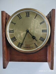 Vintage-Soviet-Russian-mechanical-table-clock-VESNA-made-in-USSR