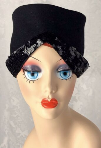 Vintage 1940's Meadowbrook Cloche Hat