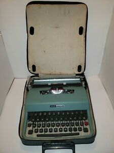 Vintage Olivetti Lettera 32 Portable Typewriter With Case Made In Italy (G4)
