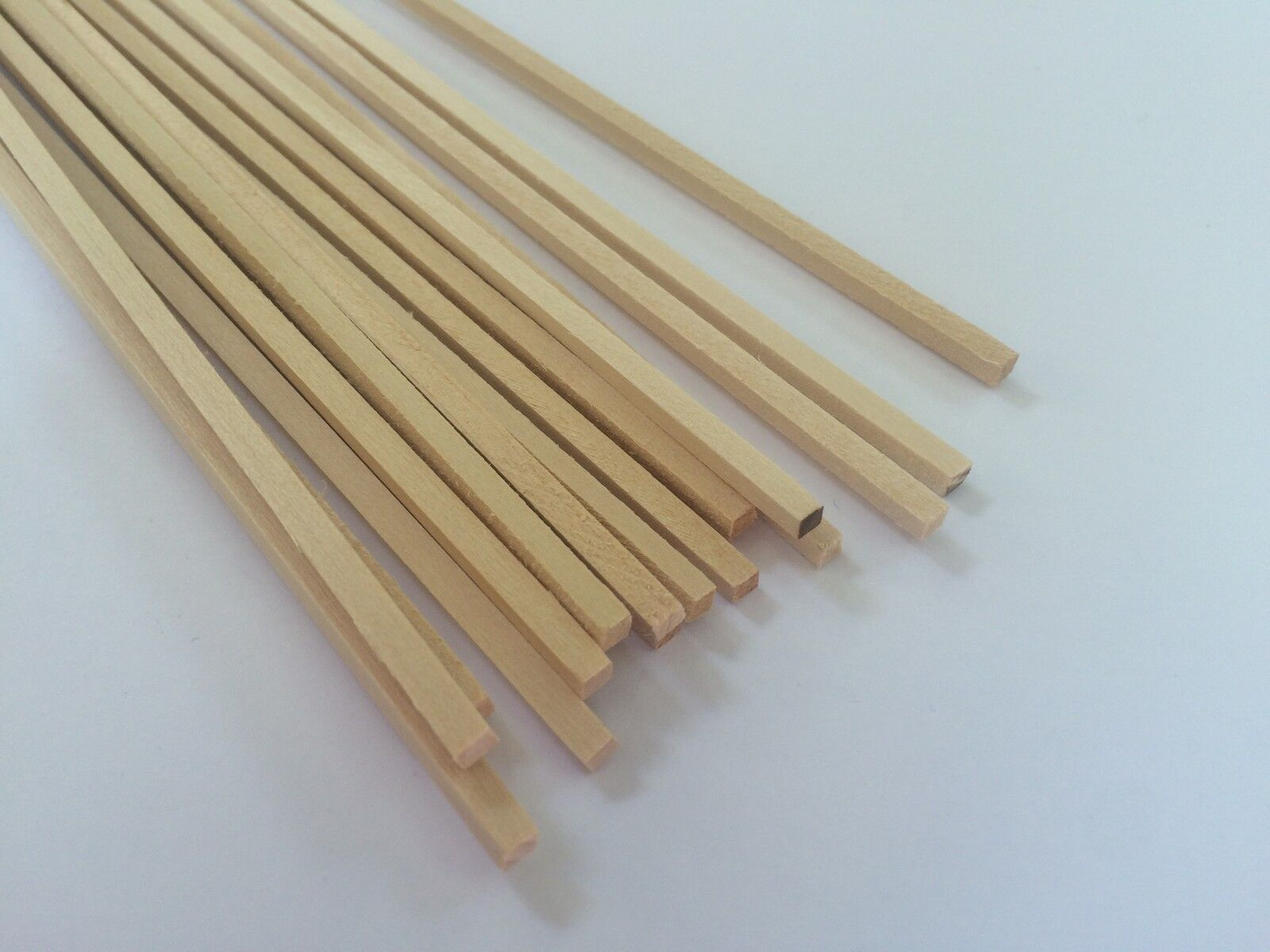 25 Metre Lengths of Lime Planking 2mm x 2mm Ideal for Boat Modelling