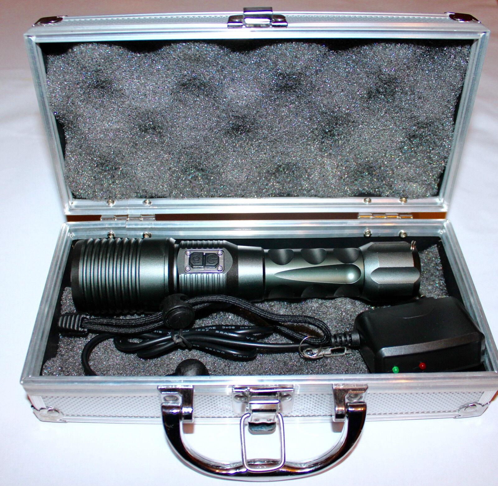 SMD LED Taschenlampe mit ELEKTRONISCHER ZOOM und Alukoffer