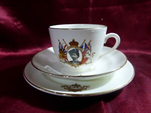 1953-HRH-Queen-Elizabeth-II-CORONATION-CUP-SAUCER-amp-PLATE-Caroline-Royal-ware