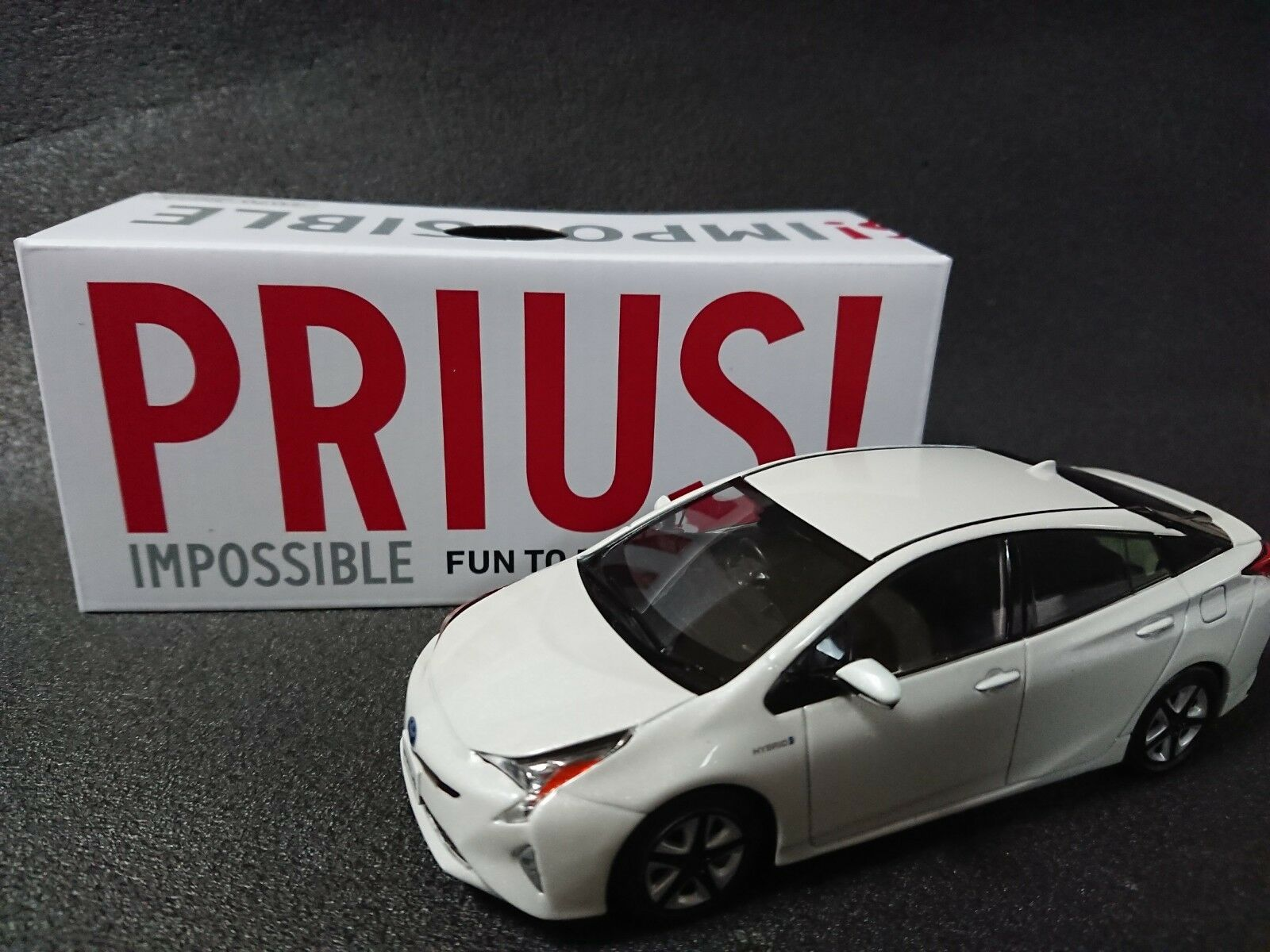TOYOTA PRIUS Storefront Display Items  blanc Pearl Crystal  marques en ligne pas cher vente