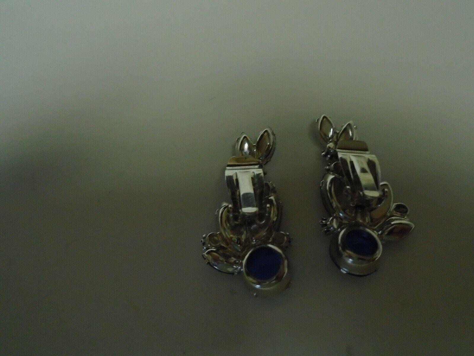 Vtg crescent shaped sapphire color clip earrings - image 5