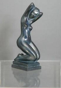 Jean-Laniau-Kuenstler-Bronze-Kniende-nackte-Frau-7-8-22-5-cm-blaue-Patina