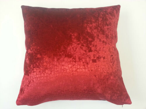 Naivasha Par Osborne /& Little rouge peau de serpent Velours Housse de Coussin 45 cm x 45 cm