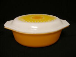 Vintage Pyrex Sunflower 1 1/2 Qt Casserole w/ Lid Ovenware 043 Made in U.S.A.