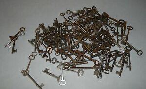 Lot-of-119-Antique-Skeleton-Keys