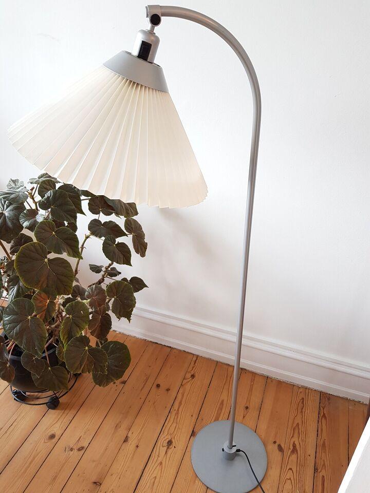 Le Klint, Model 368, gulvlampe – dba.dk – Køb og Salg af Nyt
