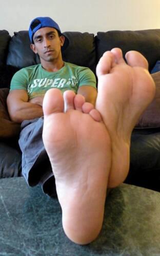 Muscular Male Guy Legs Up Relaxing Hunk Dude PHOTO 4X6 F661