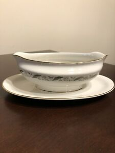 Vintage-Royal-Jackson-MAGNOLIA-fine-china-Gravy-Boat-With-Attached-Underplate