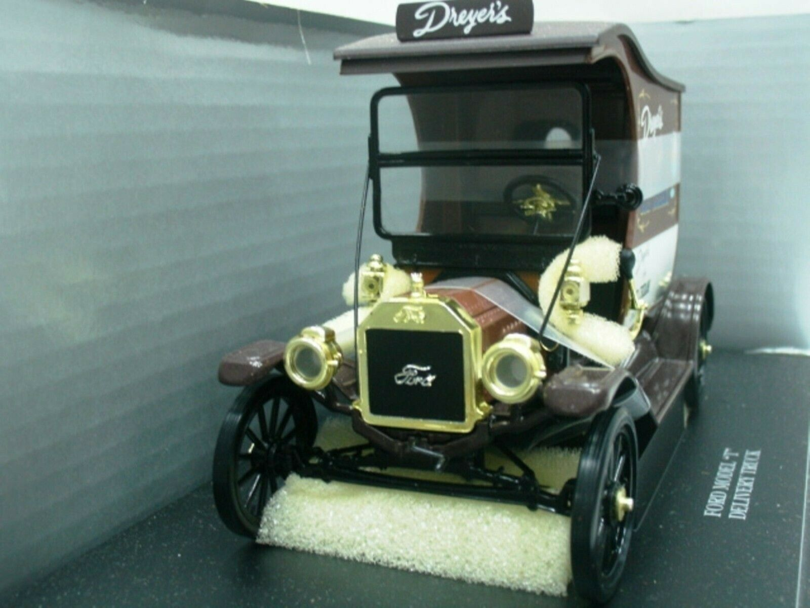 Wow extrêmement rare ford model T 1914 delivery van Ice Cream 1 18 UH Eagle's