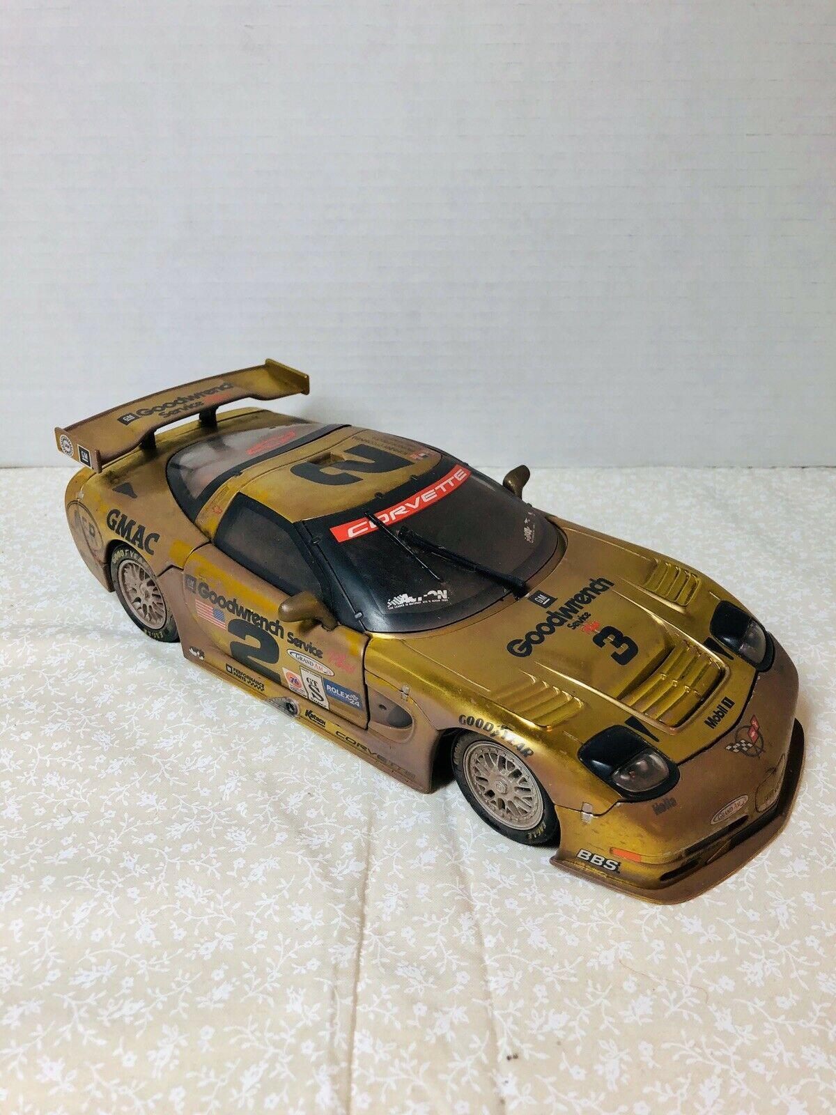 Action 2001 Chevy Corvette C5-R Farbechrome  2 Raced Version 1 18