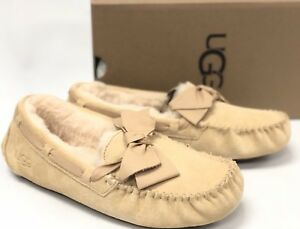 e61fd2aa3b4 Details about Ugg Australia Dakota Leather Bow Womens 1020031 Soft Ochre  Suede Slip On Shoes