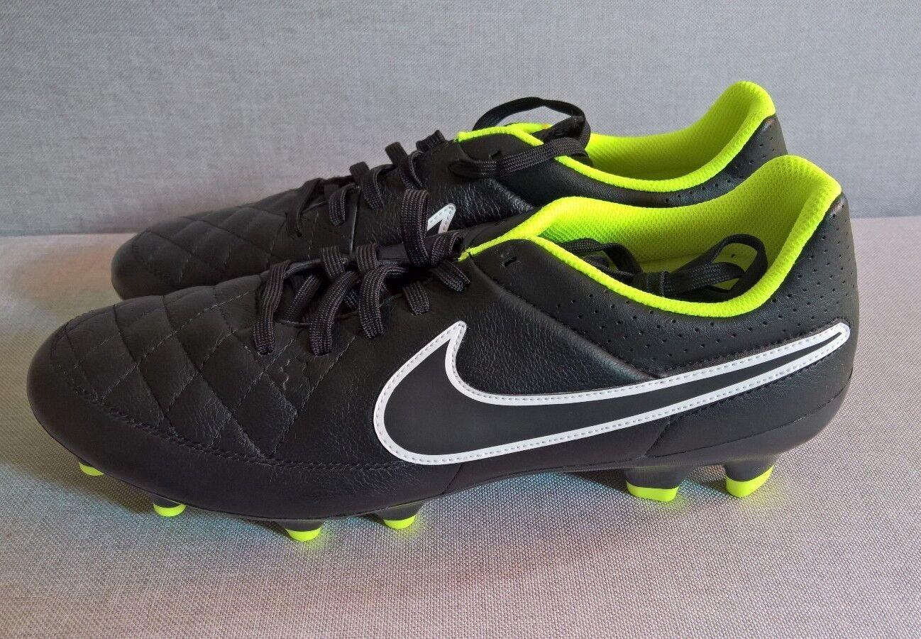 Neu Nike Tiempo Herren Damen Fußballschuhe Stollen Rasen Schwarz Gr. 42.5