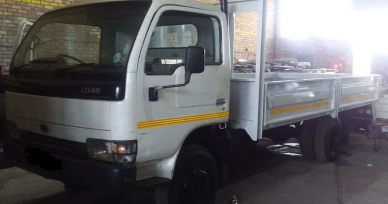2009 NISSAN UD40  4TON TRUCK WITH NEW DROPSIDE BIN