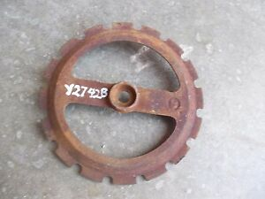 1-USED-Y2742B-STEEL-CAST-IRON-John-Deere-PLANTER-JD-Seed-PLATE-Y-2742-B