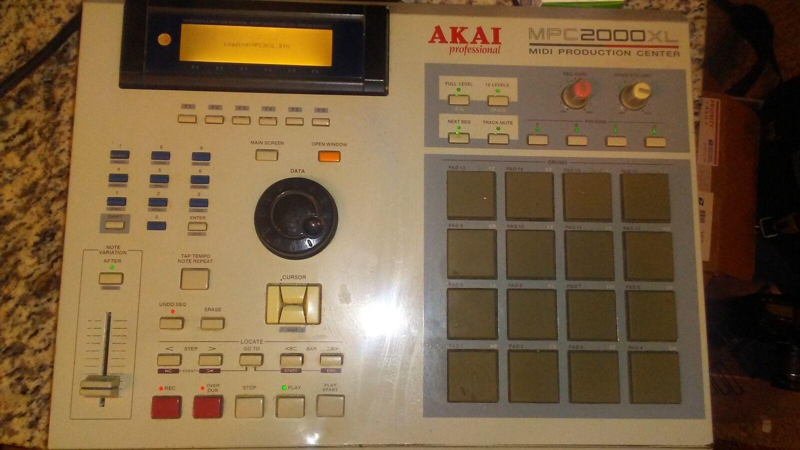 AKAI MPC 2000XL Ich verkaufe meinen AKAI MPC 2000xl.Ich frage  800