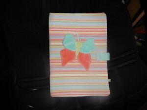 etuit  pour mettre un cahier pour bebe   noukies