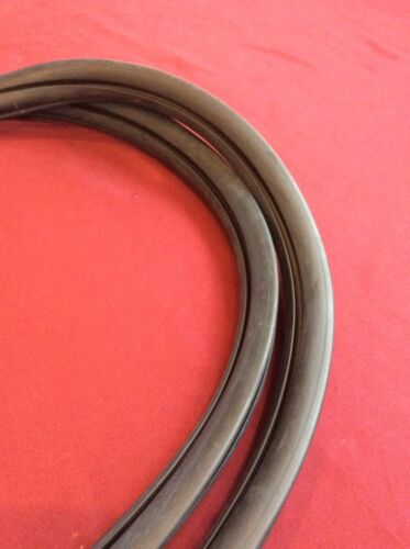 1973-79 FORD F-SERIES TRUCK PREMIUM REAR WINDOW SEAL GASKET WITH SLOT FOR TRIM.