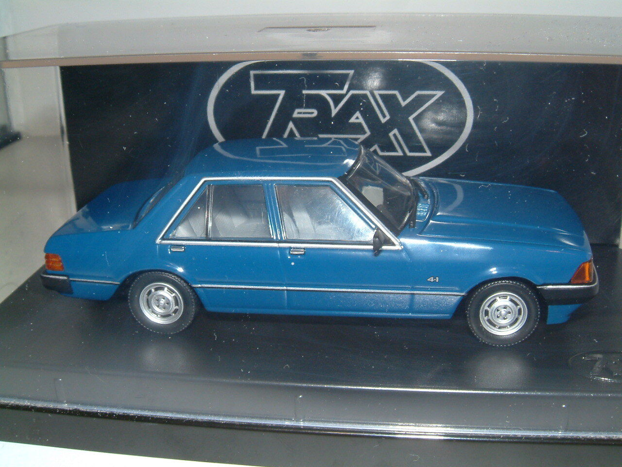 TRAX 1979 FORD XD Falcon Sedan a Oxford blu. Australia TG