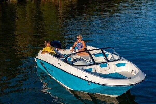 Bayliner E21, Motorbåd, skrog: glasfiber