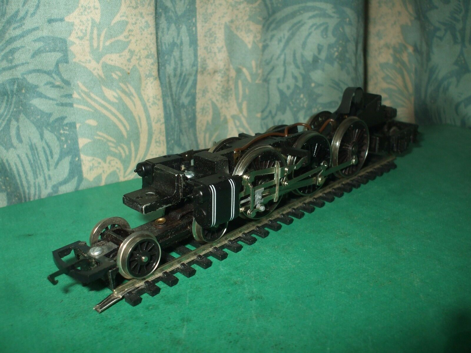 HORNBY EX LMS PRINCESS NON MOTORISED LOCO CHASSIS ONLY - No.4