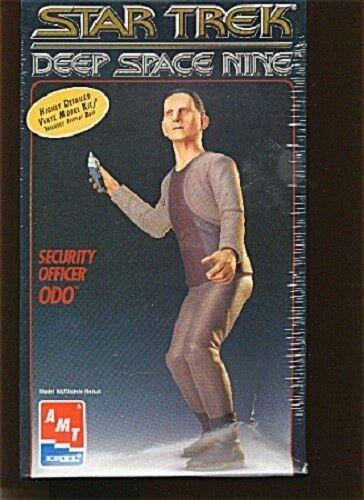 Star Trek Deep Space Nine Security Officer ODO model kit