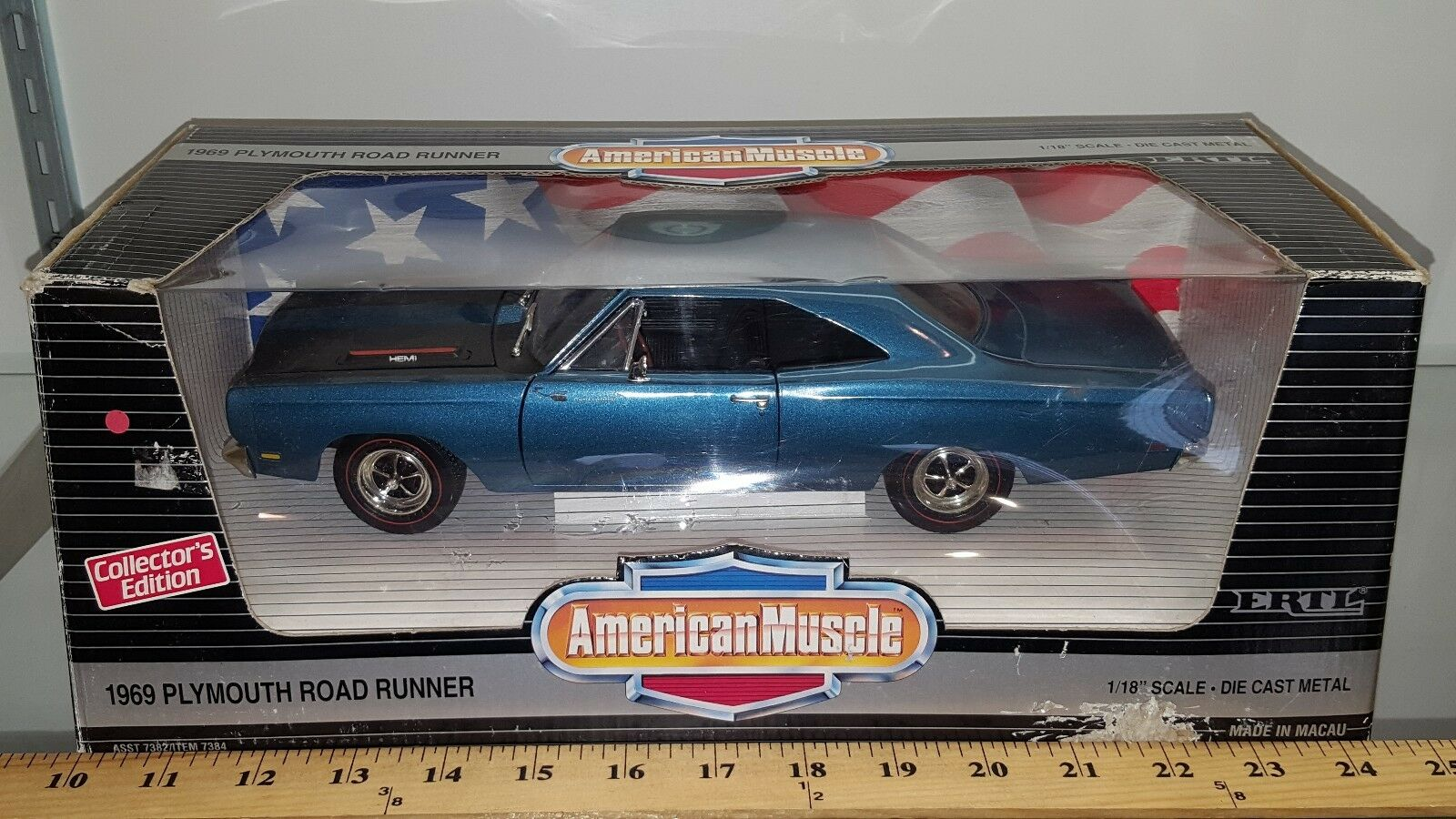 1/18 Ertl American Muscle 2018 Plymouth Road Runner Jamaica azul con capucha Negro BD